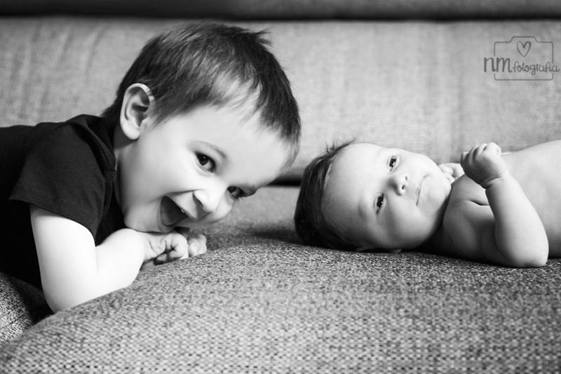 Fotografia-recien-nacida-hermanos