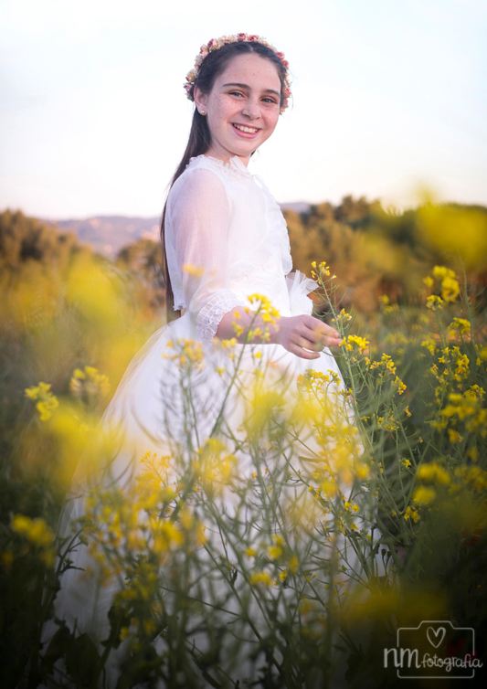 Sesion-fotos-comunion-campo-flores