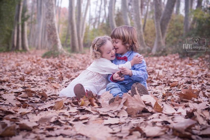 sesión de fotos infantil en el bosque
