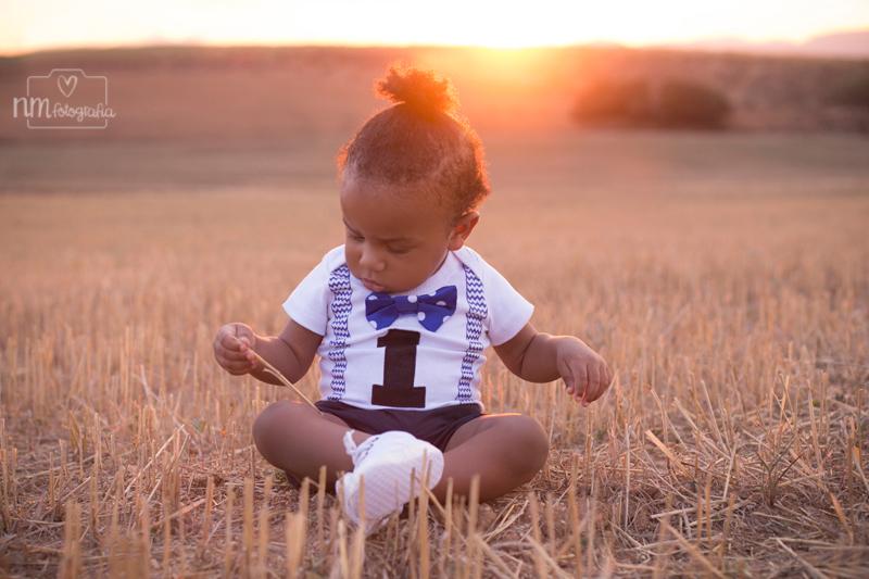 10-sesion-fotos-infantil-campo-atardecer