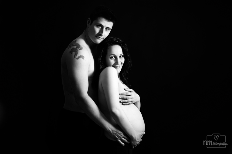 sesión de fotos de embarazada en estudio en Barcelona