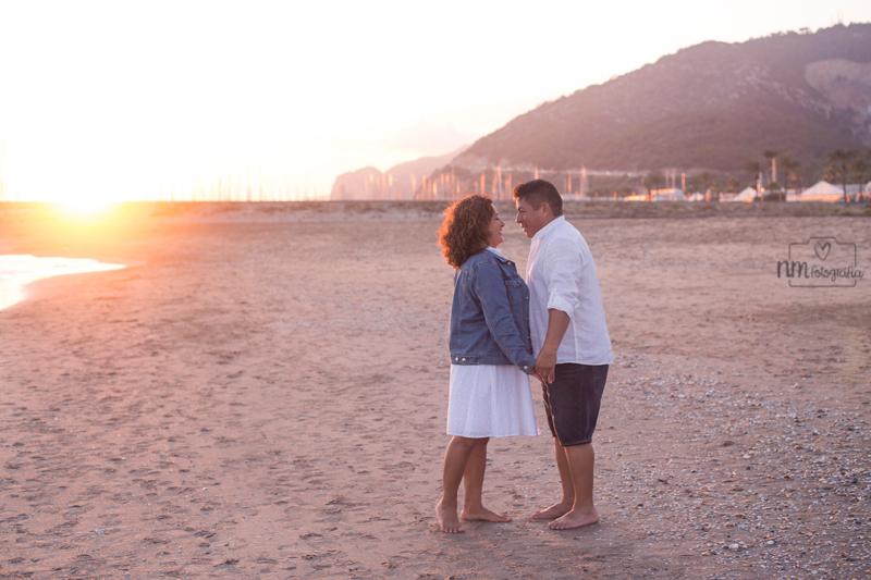 18-fotografia-pareja-playa-atardecer