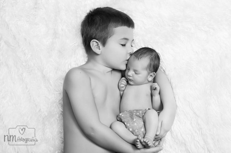 Foto-newborn-hermanos